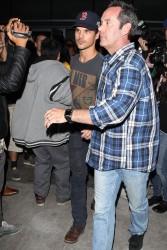 Taylor Lautner - Imagenes/Videos de Paparazzi / Estudio/ Eventos etc. - Página 38 A26fad232812640