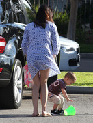 320648235657325 Selma Blair takes her son Arthur to a park in Los Angeles (Feb 3)   45 HQ candids