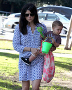 c1a388235657380 Selma Blair takes her son Arthur to a park in Los Angeles (Feb 3)   45 HQ candids