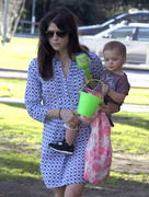 d065f3235657435 Selma Blair takes her son Arthur to a park in Los Angeles (Feb 3)   45 HQ candids