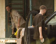 Imagenes videos en el set de The Rover 9cccc0241532660
