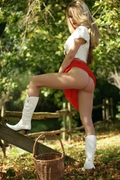 FG_girl in the woods_bts