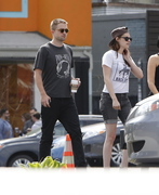 Robsten - Imagenes/Videos de Paparazzi / Estudio/ Eventos etc. - Página 10 00ee61247312764