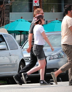 Robsten - Imagenes/Videos de Paparazzi / Estudio/ Eventos etc. - Página 10 1b2f34247313189