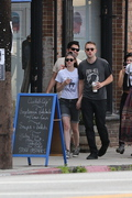 Robsten - Imagenes/Videos de Paparazzi / Estudio/ Eventos etc. - Página 10 A29c83247312959