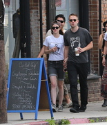Robsten - Imagenes/Videos de Paparazzi / Estudio/ Eventos etc. - Página 10 Bde100247313104