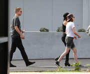 Robsten - Imagenes/Videos de Paparazzi / Estudio/ Eventos etc. - Página 10 Eaadfc247312885