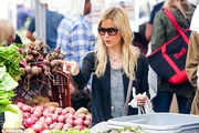 Sarah Michelle Gellar - at the Farmer's Market in LA 5/5/13