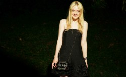 Dakota Fanning / Michael Sheen - Imagenes/Videos de Paparazzi / Estudio/ Eventos etc. - Página 6 875e5b253983540