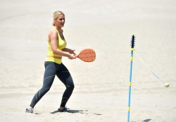 011bfa270457775 [Ultra HQ] Carrie Keagan   at a photoshoot in LA 8/13/13 high resolution candids