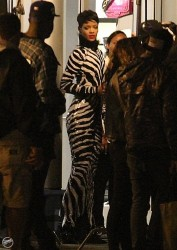 Rihanna - Filming a music video in NYC 8/14/13
