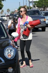 Kaley Cuoco - leaving yoga class in Sherman Oaks 8/17/13