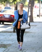 Amy Smart - Going to the gym in Burbank 9/27/13