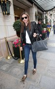 Miranda Kerr - leaving her hotel in Paris 10/3/13