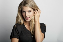 9f75af279536583 Emily Bett Rickards – Amy Sussman Portrait Shoot – 2013 photoshoots
