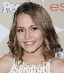 "Kelli Berglund  - People's ""ONES To Watch Party"" in Los Angeles 10/9/13"