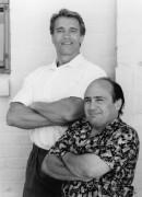 Близнецы / Twins  (Д,ДеВито, А,Шварценеггер, 1988)  Aaee66282141408
