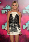 Laura Whitmore MTV EMA's 2013 at the Ziggo Dome in Amsterdam 10.11.2013 (x6) D94c1a288139712