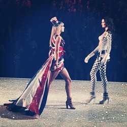 Taylor Swift - 2013 Victoria's Secret Fashion Show in NYC 11/13/13
