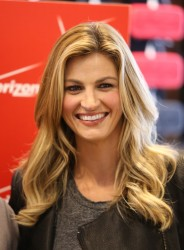 "Erin Andrews - unveils ""Get Fit"" Zone at New Verizon Destination Store in Bloomington 11/21/13"