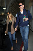 f3c1f7291665804 [Ultra HQ] Kaley Cuoco   at LAX Airport 11/27/13 high resolution candids