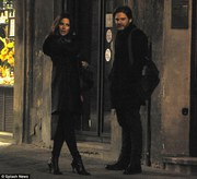 e2ba4e291794161 [Low Quality] Kate Beckinsale   on the set of The Face of an Angel in Italy 11/28/13 high resolution candids