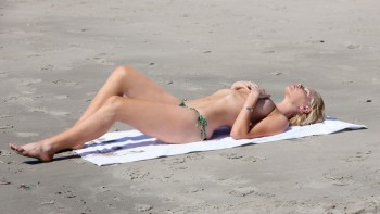 Wallpaper Sophie Monk - Wide - (Topless but covered) x 1