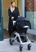 Kim Kardashian and Daughter North - x 5 lq
