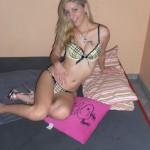 Heiße Blondine mit kleinen Titten in sexy Dessous