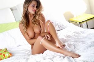 http://thumbnails107.imagebam.com/41240/b3e041412394366.jpg