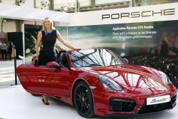 Maria Sharapova poses with a Porsche Boxster x1